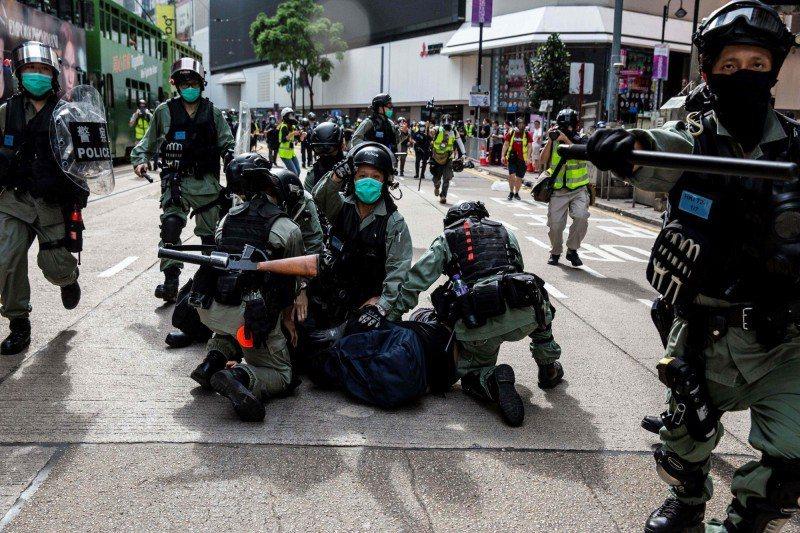 港警指兩名涉及縱火燒人的主嫌已於2019年11月及12月先後潛逃台灣。法新社資料照片