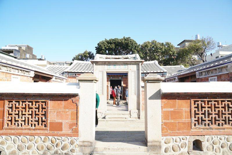 新埔潘屋200多年來歷經多次修建,此次修復將屋頂統一為黑瓦,符合古蹟原貌。記者陳斯穎/攝影