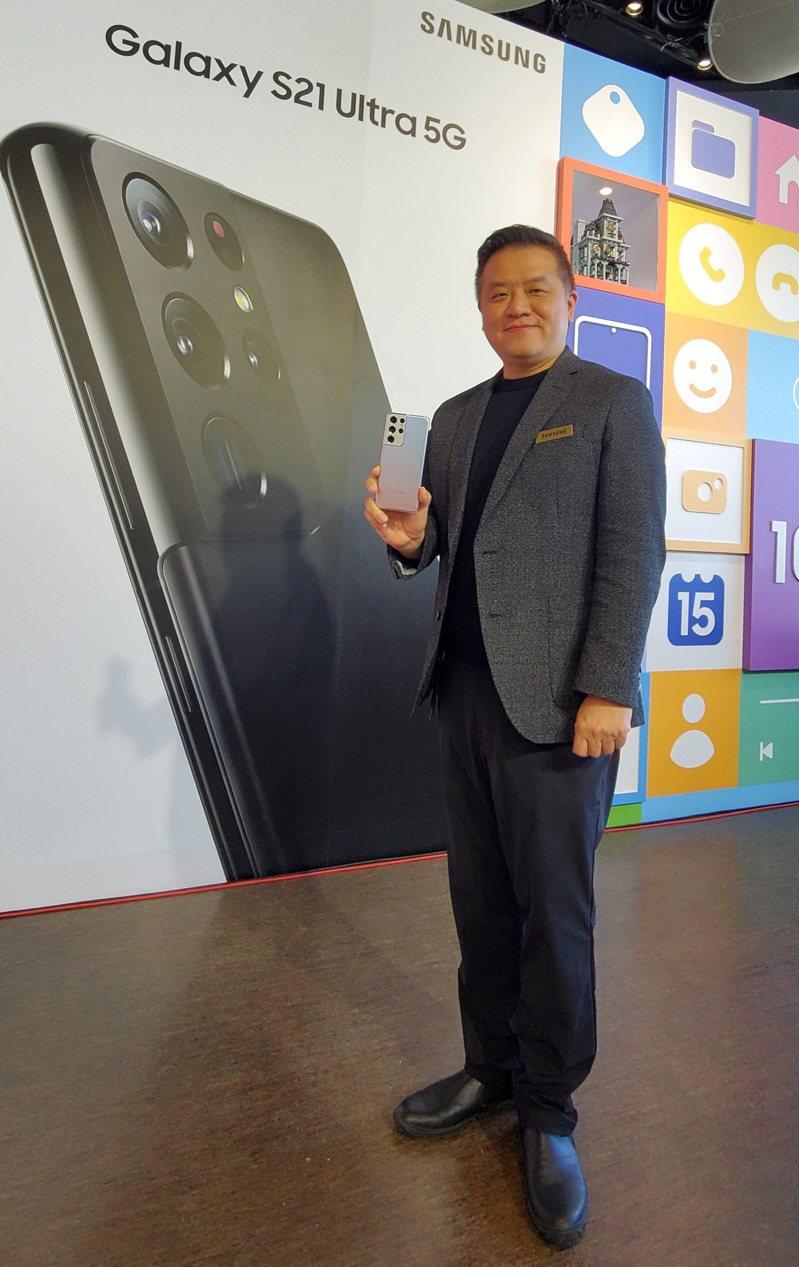 台灣三星電子行動與資訊事業部副總經理陳啟蒙表示S21系列新機定價要讓消費者「有感」。記者鄒秀明/攝影