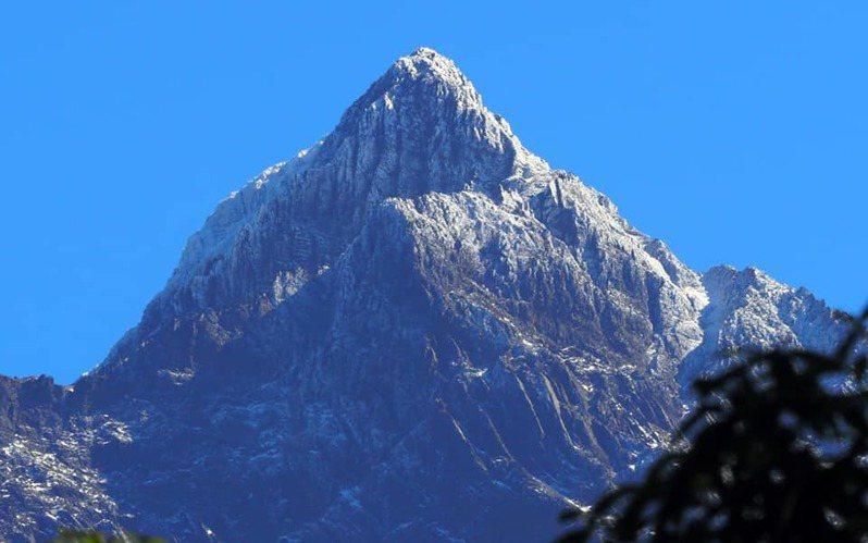 玉山山頭白雪皚皚,美不勝收。圖/玉管處提供