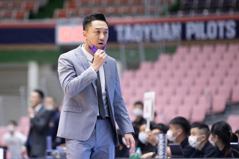 攻城獅隊苦吞5連敗後,總教練林冠綸將責任與壓力一肩扛起。記者季相儒/攝影