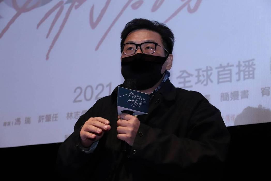 導演許肇任在「她們創業的那些鳥事」特映會上分享拍攝心得。圖/可米傳媒提供