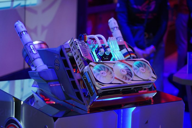 電競潮牌「ROG玩家共和國」、模型改裝大師「喬老師」及PC改裝世界冠軍「AK M...