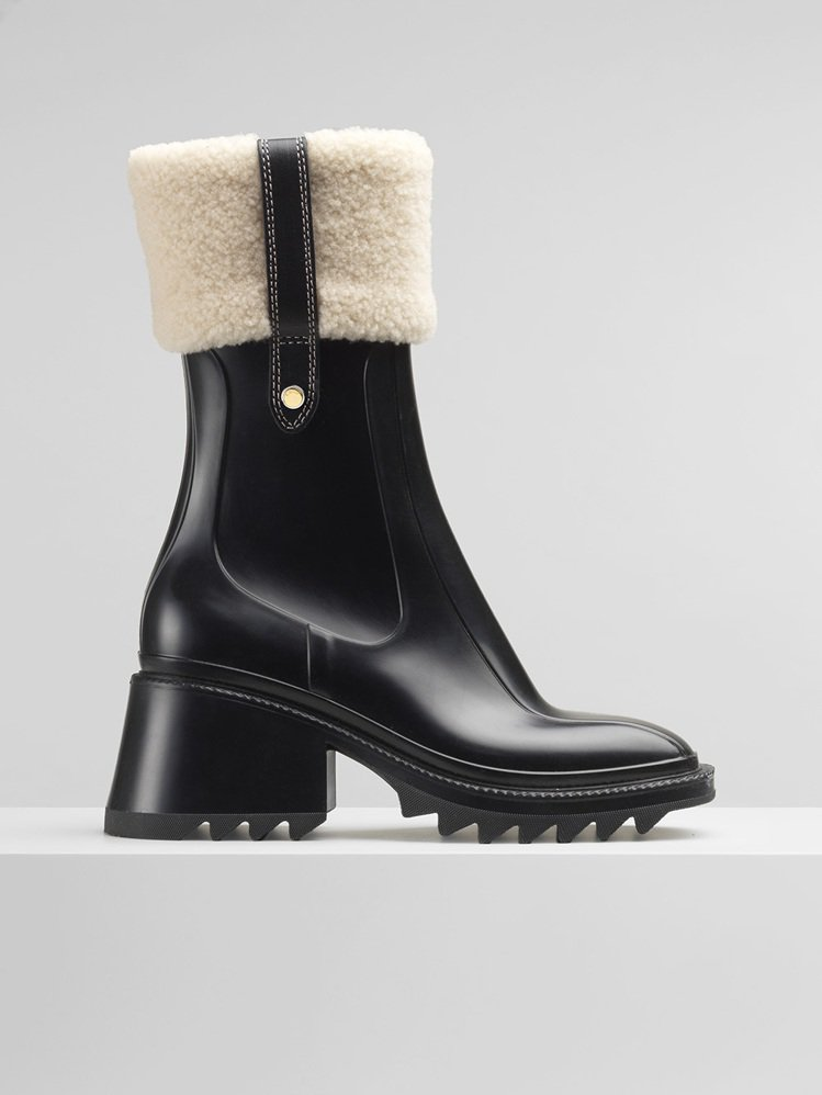 Chloé阿爾卑斯山滑雪系列Betty黑色防水雪靴,19,000元。圖/Chlo...