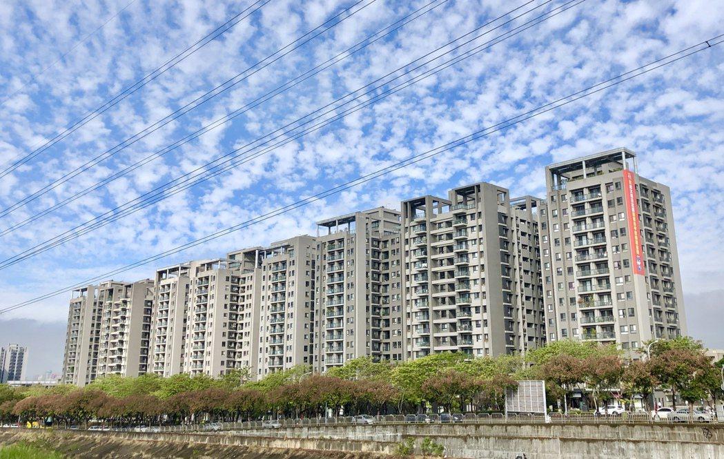台中市北屯區去年買賣移轉棟數逾8,000棟稱霸各行政區,圖為總太地產連年打造指標...