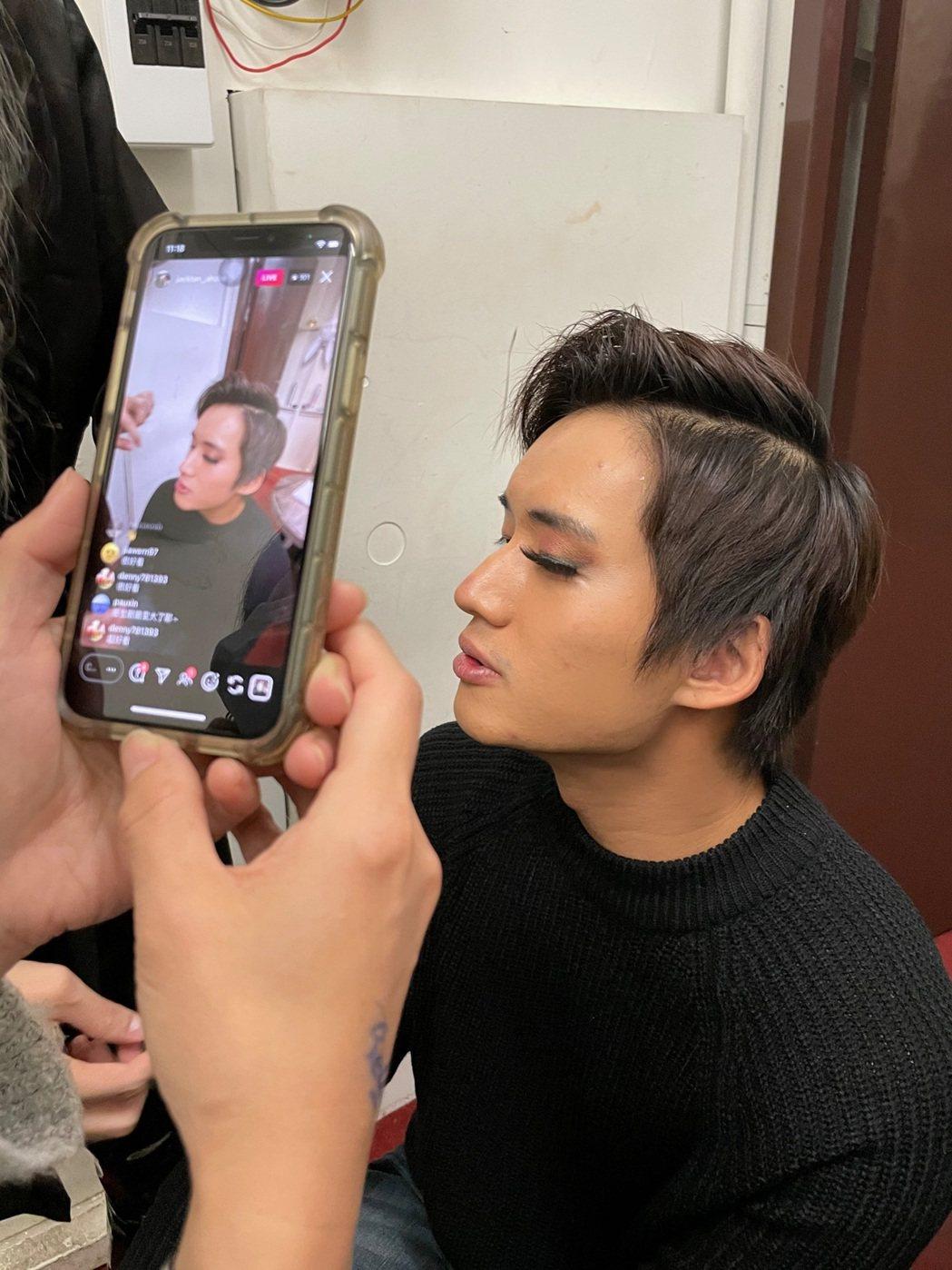 陳澤耀也嘗試了特殊的眼妝。圖/滿滿額提供
