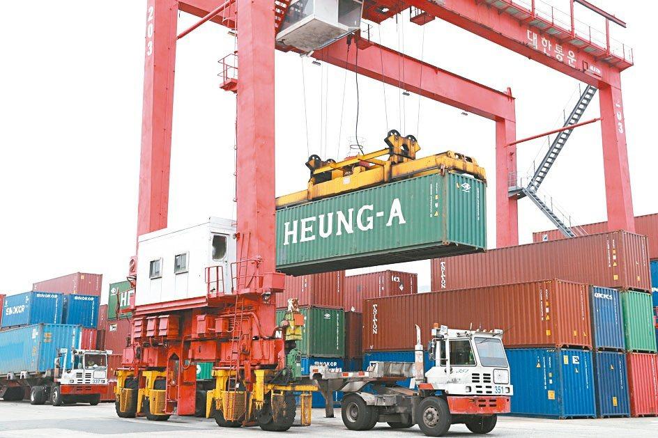 去年全年出口3,452.8億美元,年增4.9%,創歷史新高。(本報系資料庫)