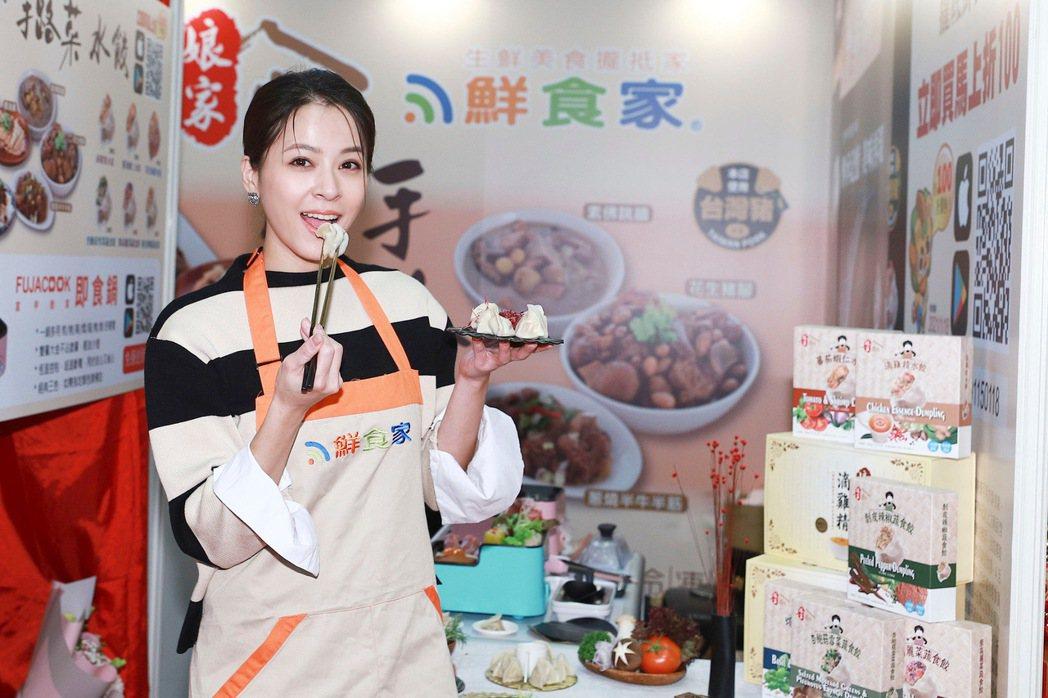 蘇晏霈出席年貨大展秀廚藝。圖/民視提供