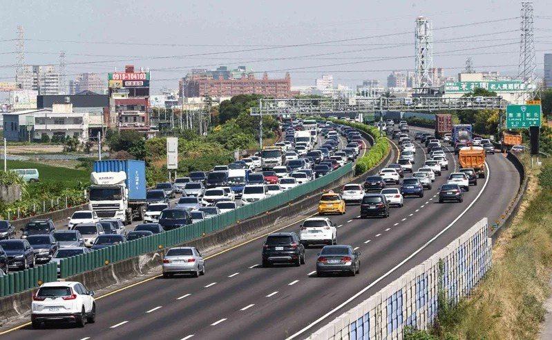 去年國道交通量創下42年來新高。聯合報系資料照