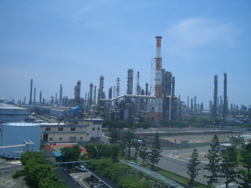 中油將啟動四輕更新,計劃投資823億元,採先建後拆方式,打造一座年產100萬公噸...