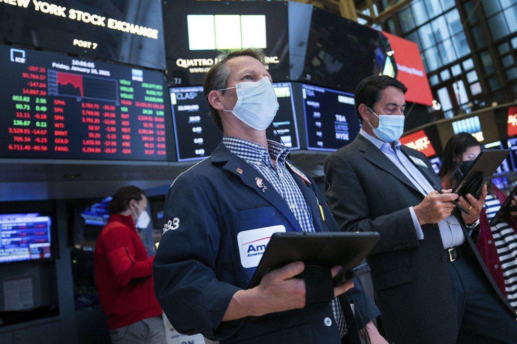 美股上周五下跌,是典型所謂的「逢傳聞買入,成事實時賣出」。美聯社