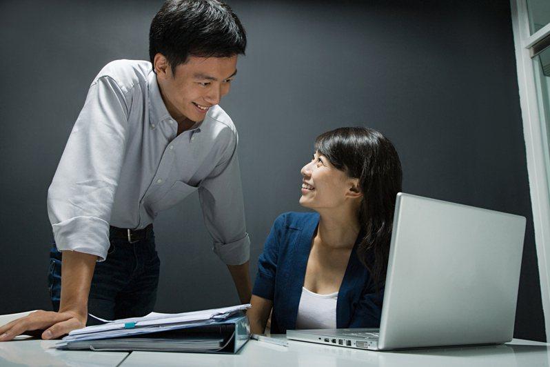 有網友在PTT列出4項「辦公室裡討厭同事的習慣及行為」,引發熱烈討論。示意圖/ingimage