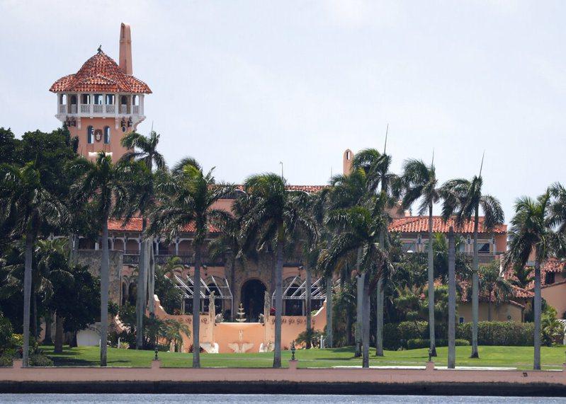 川普20日將缺席總統當選人拜登就職典禮,一早將動身前往他在佛州棕櫚灘的海湖俱樂部(Mar-a-Lago)度假勝地,川普顯然打算在此定居。美聯社