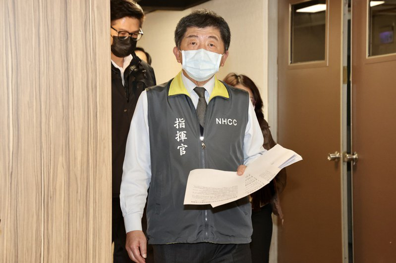 疫情指揮中心指揮官陳時中抱病主持記者會,今天他表示自己有維持安全距離、戴口罩,且新冠肺炎核酸檢驗陰性。記者林伯東/攝影