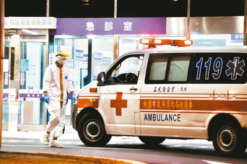 北部某醫院三名染疫醫護人員直接照顧患者有七十七人,目前已完成雙採陰。本報資料照片
