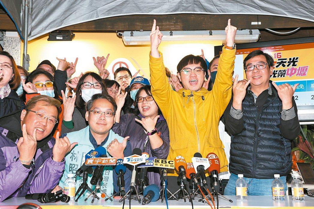 桃園市議員王浩宇罷免案昨天投票,在確定同意票數多於不同意票數,且同意票數達原選舉...