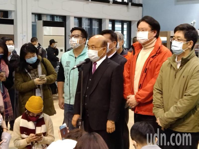 行政院長蘇貞昌今天上午在基隆表示,醫護人員為了不認識的人,冒著危險工作,全體國人應對第一線醫護人員致敬。記者邱瑞杰/攝影