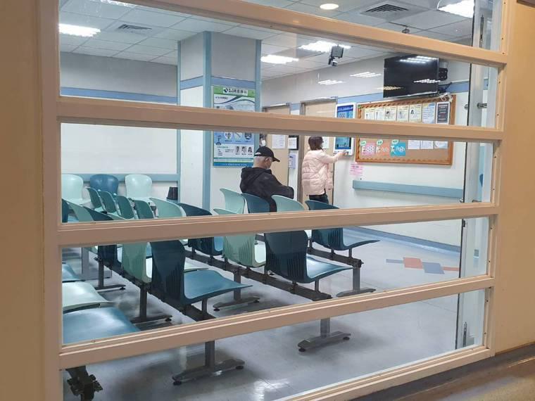 北部某醫院發生院內群聚,該醫院目前有22名醫師在院隔離7天,門診人力不足,目前正...