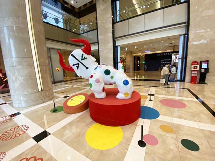 皇‧雷普耶斯作品「Carnaval嘉年華」於台北信義新天地A8、台中中港店展出。...