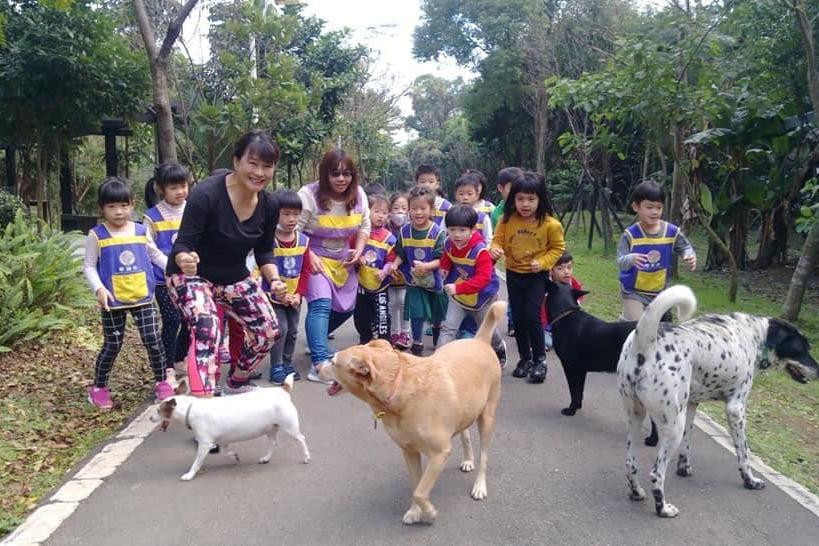 離開愛犬比分手還痛 園長受啟發打造友善幼兒園