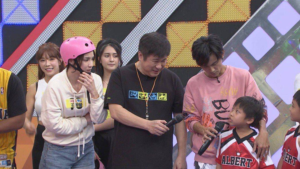王湘瑩(左)對小孩的童言童語未放在心上。圖/民視提供