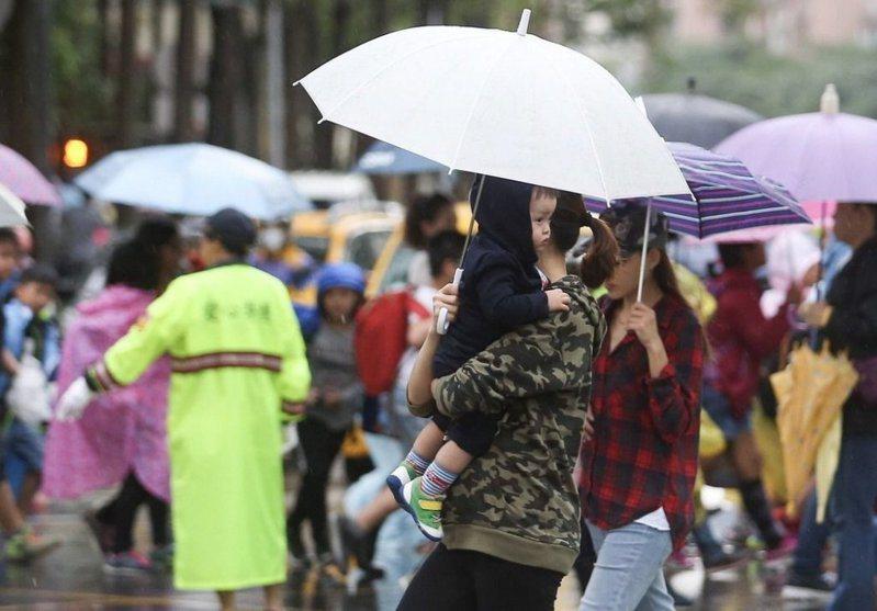 中央氣象局表示,22日全台降雨機率大。本報資料照片