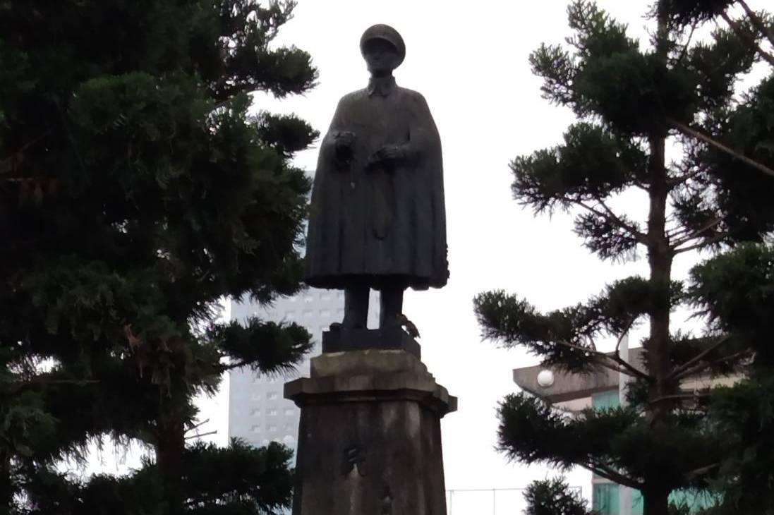 林右昌6年前就預告 基隆火車站圓環蔣公銅像說「再見」