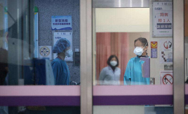 北部某醫院有醫師與護理師確診新冠肺炎,昨天再傳一例醫師確診,該醫院繼續實施病人只出不進原則,減少風險。記者葉信菉/攝影