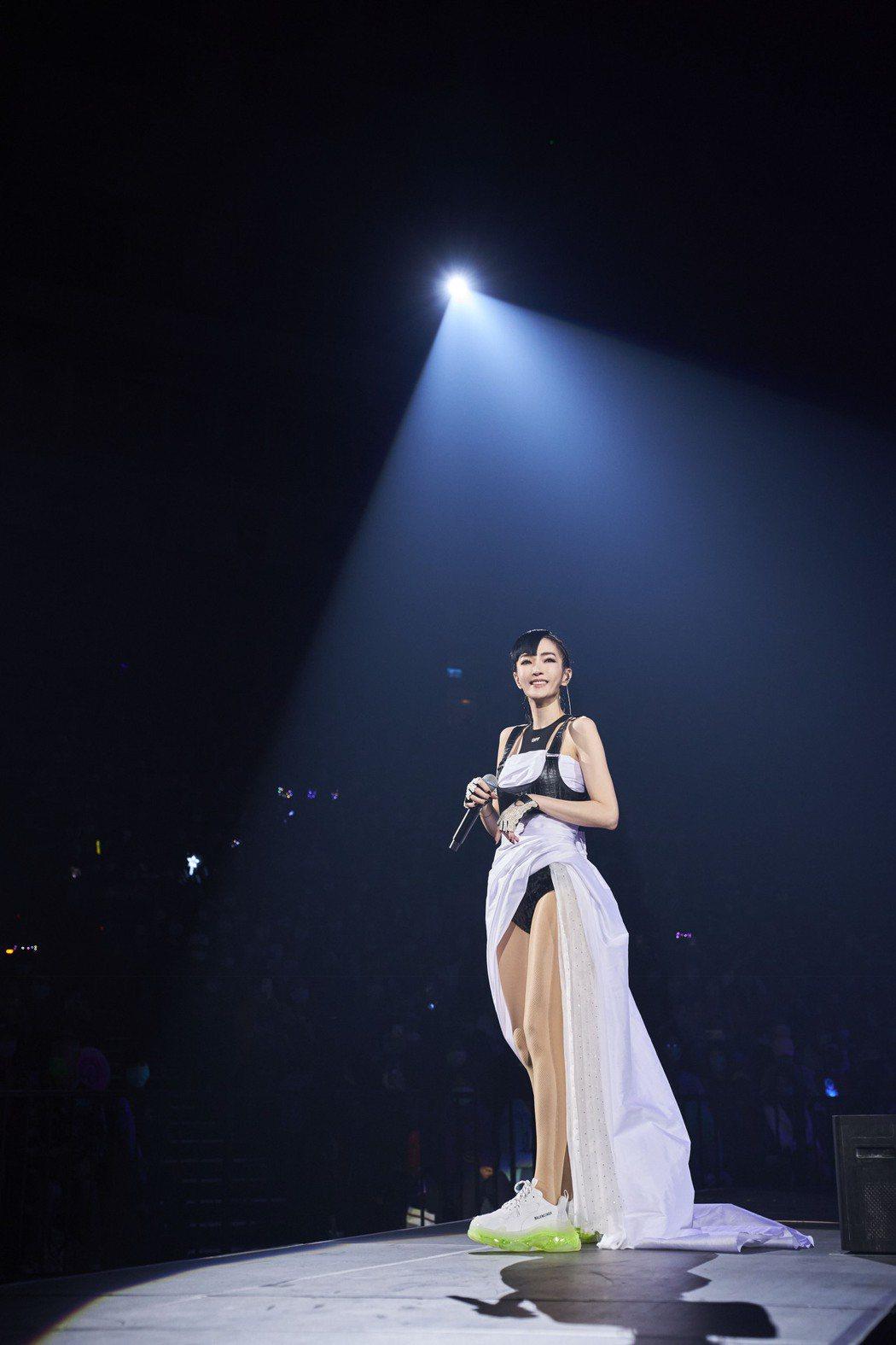 謝金燕擁有110公分的逆天美腿,令人稱羨。圖/開麗娛樂提供