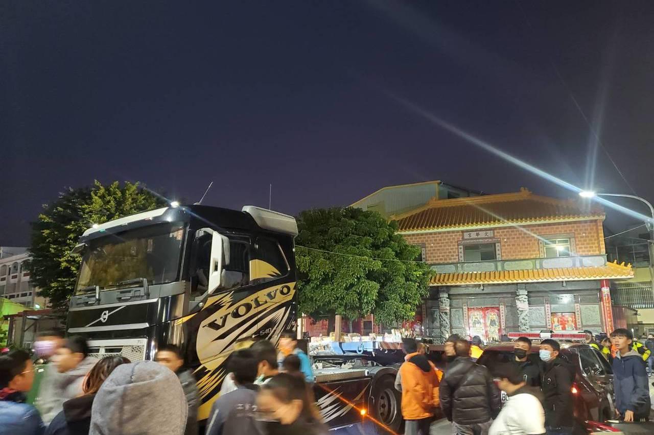 彰化宮廟遶境鞭炮如雷聲 消防人員到場勸導未開單