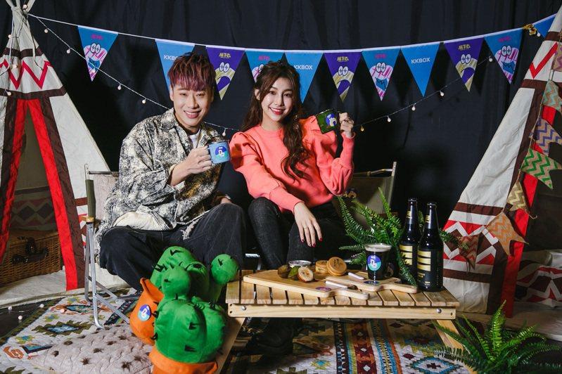 小賴賴晏駒(圖左)今年以團體「五堅情」走紅,首次成為KKBOX音樂風雲榜年度風雲歌手;新生代創作歌手采子(圖右)則為戶外舞台表演歌手。圖/KKBOX提供