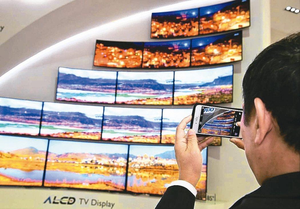 全球前五大電視品牌三星、LG、索尼、海信、TCL近期擴大採購面板,下單量比原估大...