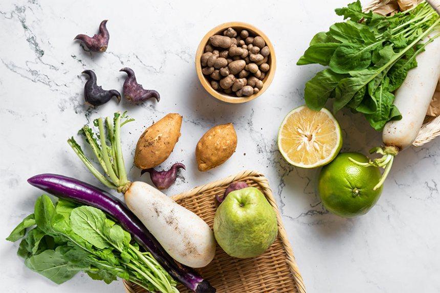 跟著節氣來買菜,將時令蔬果加入料理日常,撫慰了腸胃,也暖了家人的心。   圖/...