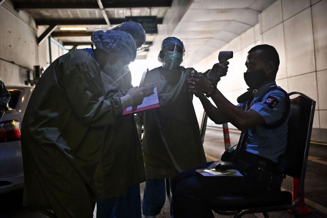當疫苗成為開放國境的重要依據,疫苗認證與否就會影響各國政府的判斷。 圖/法新社