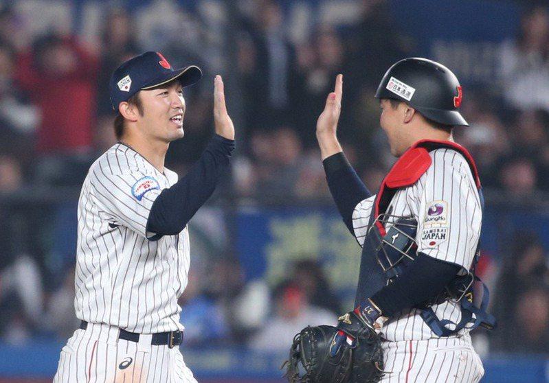 廣島鯉魚的鈴木誠也(左)是跑攻守三拍子好手。 聯合報系資料照/記者侯永全攝影