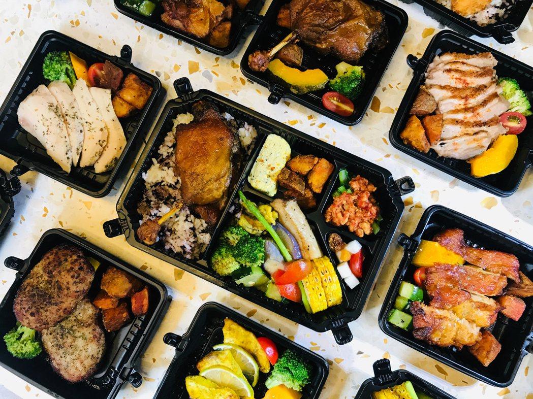 「麟家飯」以7位專業廚師,每天只做50個便當,林聰麟說,「賣一個便當虧200多元...