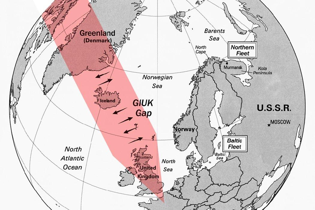 由格陵蘭、冰島與英國連成的一條虛擬邊界(紅帶)分隔了北大西洋與挪威海,美國利用海...