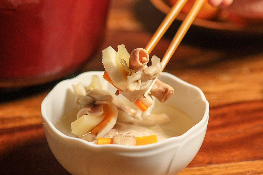 這道早年傳統辦桌偶爾會吃到的菜,是宜手作小時候阿嬤每年都會做的年菜,主要食材豬肚...