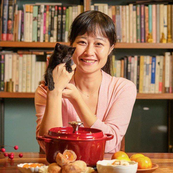 和許多媽媽一樣,為了孩子的健康而開始料理、做便當,將日常的煮食生活賦予變化,從料...