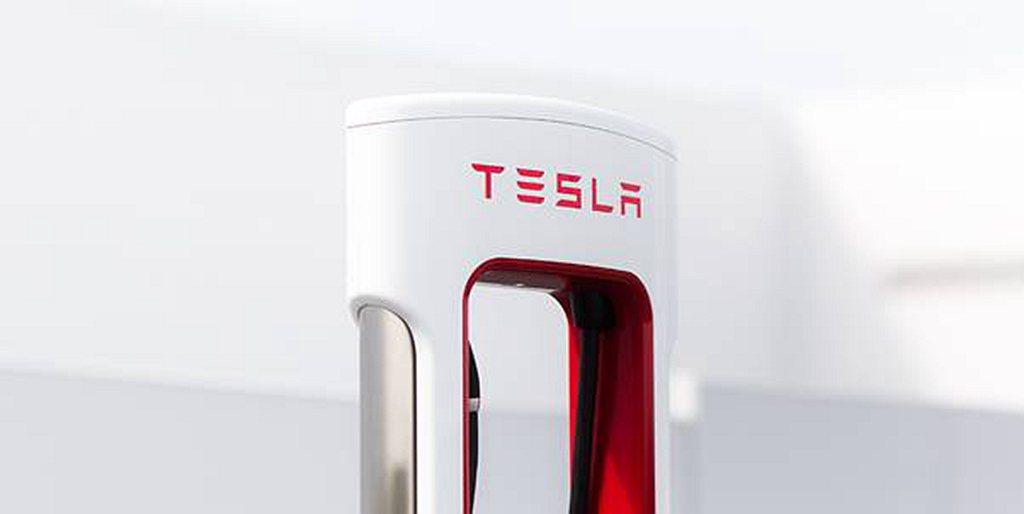 特斯拉最新一代V3超級充電提供最高250kW充電功率,最快充電5分鐘可達120公...