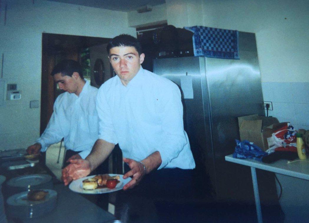 Guillaume Pédron在烹調學校進修的少年時期。 圖/周宥卉提供