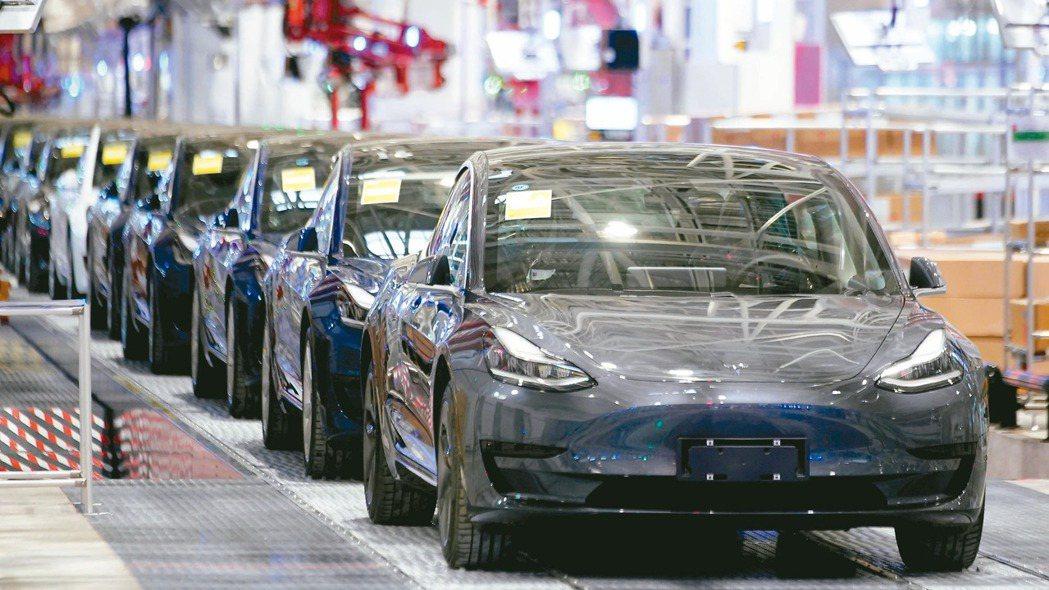 車用晶片大缺貨,電動車題材躍市場焦點。 圖/本報系資料庫
