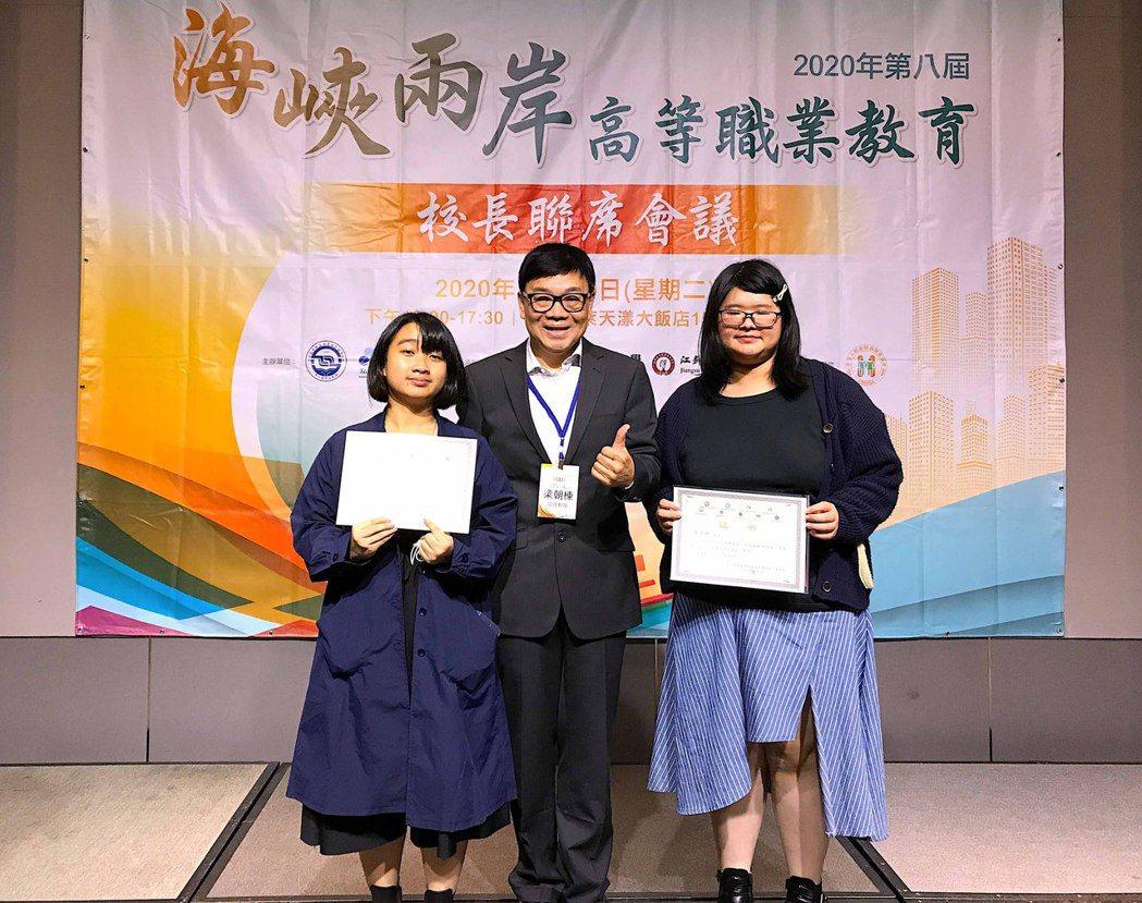 學生團隊以《過往》榮獲三等獎。龍華科大/提供