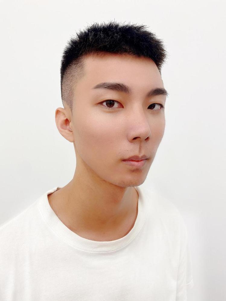 髮型創作/握手髮藝Voso Hair Salon巨蛋旗艦店 / Zhong Ri...