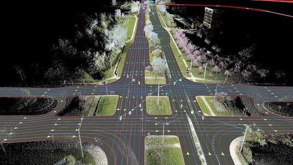 圖1 : 高精地圖藉由各種人、車、物數據資訊的提供,輔助自駕車構建類似於人腦對於空間認知的功能,是實現自動駕駛的關鍵。(source:BMW Group)