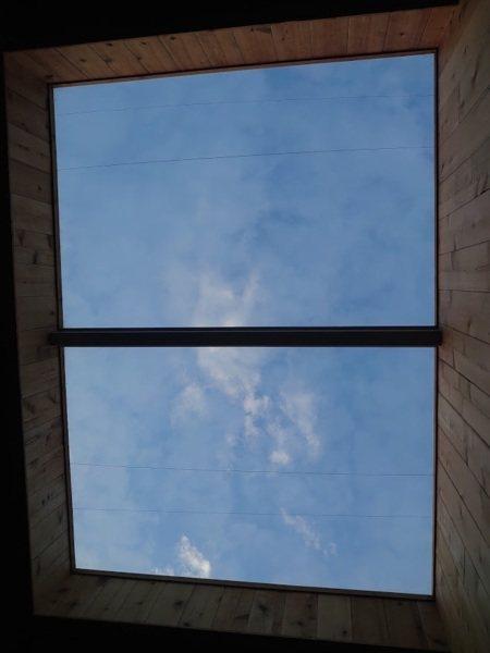 日出星空房天窗景