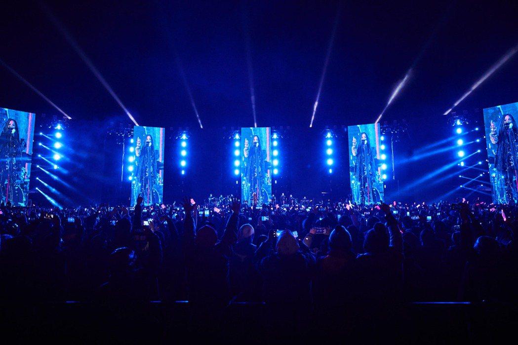 張惠妹在台東舉辦的跨年演唱會吸引7萬人到場同樂。圖/聲動娛樂提供