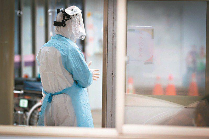 桃園某醫院已有四名醫護染疫,指揮中心不考慮封院,但規定住院病人只出不進,減少風險。本報資料照片,記者葉信菉/攝影