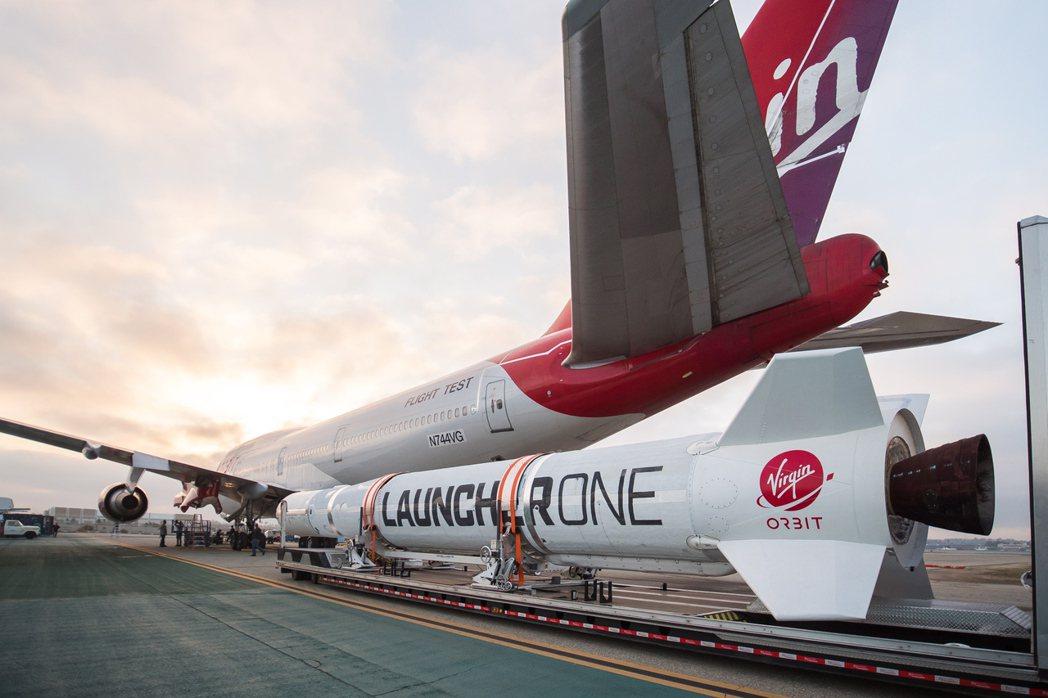 英國富豪布蘭森的衛星發射公司Virgin Orbit周日成功空投火箭發射衛星進入...