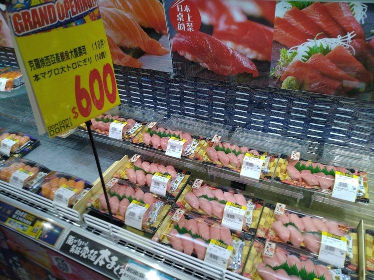 二樓熟食區販售各式握壽司。記者黃仕揚/攝影